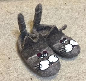 Тапочки валяные «Хвостатые коты» 02